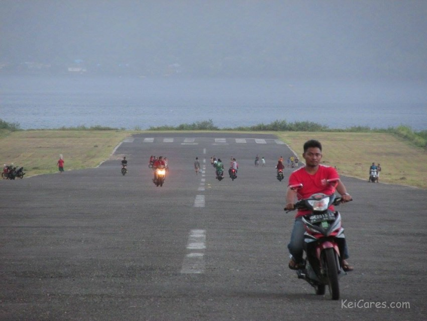 Airport in Bandaneira in late afternoon