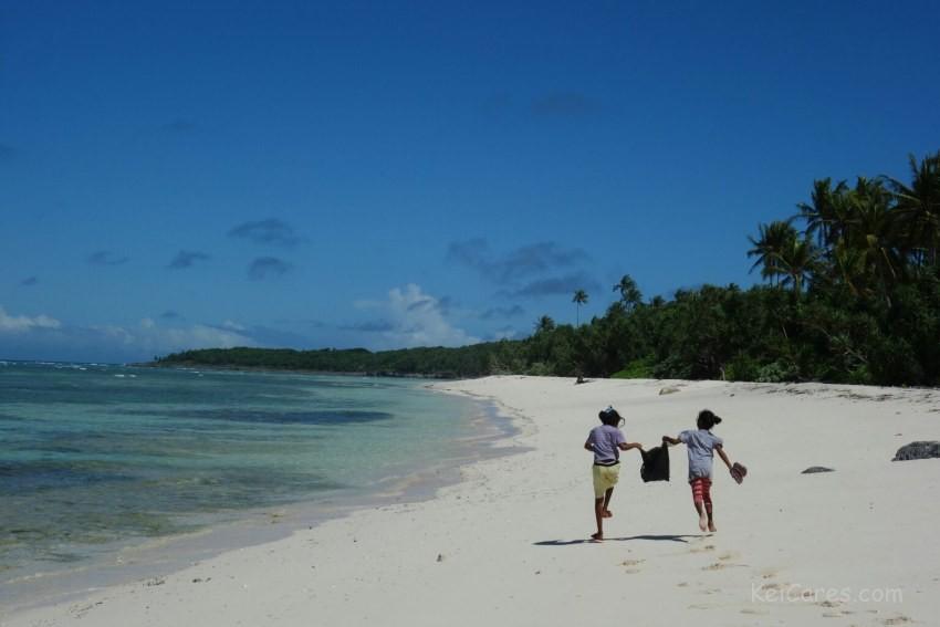 Tanimbar Kei - girls running on the beach